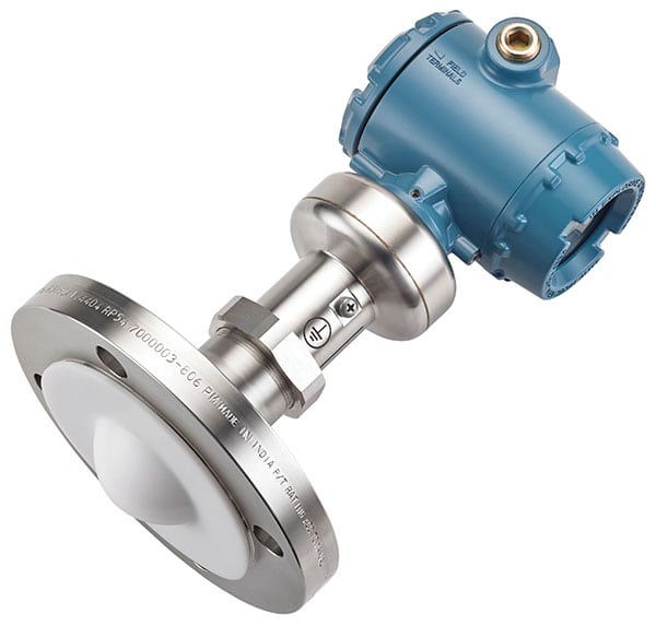 Figure 2.  The Rosemount 5408 non-contacting radar level transmitter uses two-wire FMCW technology and deploys a continuous echo to maximize radar signal strength and produce a reliable measurement in demanding applications Emerson