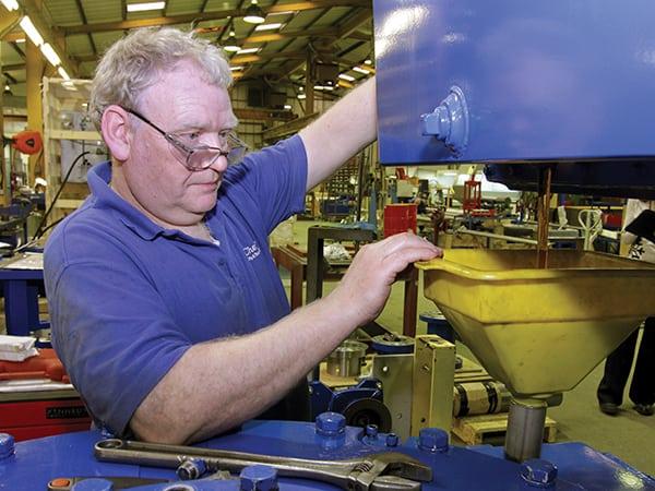 FIGURE 6. Routine maintenance activities, such as oil changes, prolong agitator life